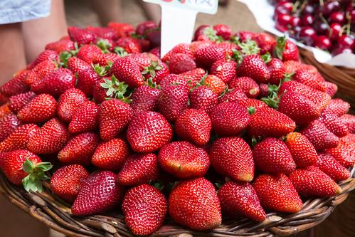 Frische Erdbeeren | by wuestenigel