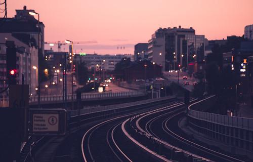 dusk dusky sörnäinen kalasatama helsinki metro station rails suomi finland sunset calm purple sky charming cityscape landscape
