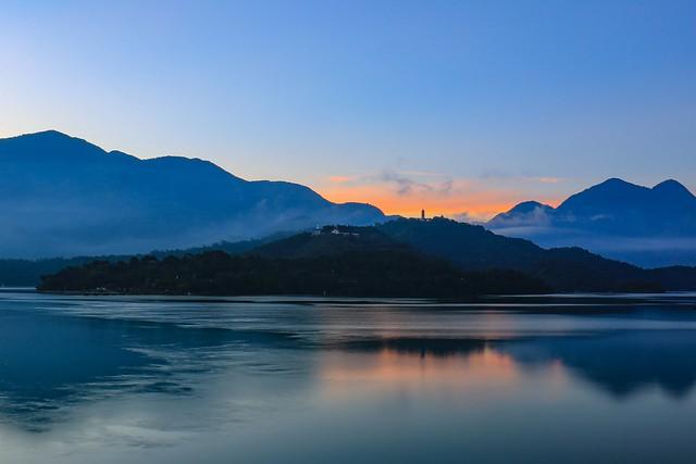 明潭⋯⋯破曉(Day break @ Sun moon lake)。