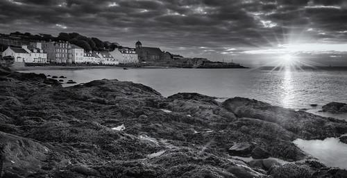 beach coast rocks sea golden sunrise kinghorn fife scotland nikon d7200 tokina1116mm starburst sunburst blackwhite blackandwhite mono