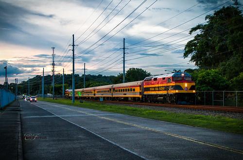 pcrc panama canal railway f40ph corozal city commuter train trains emd locomotive railroad rails evening night sunset