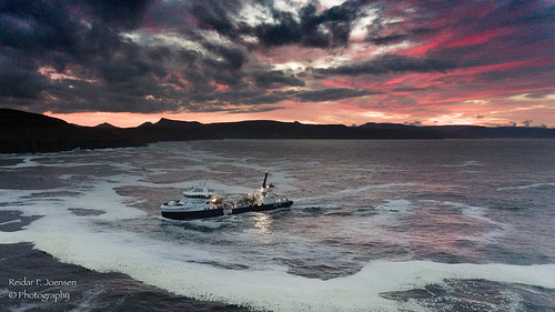 hans á bakka bakkafrost føroyar faroeisland færøerne faroe island night sea ocean seacape seastacks sky eysturoy salmon laksur quality sunset coluds