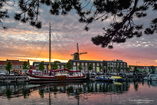 Zonsondergang aan de oude haven - Hellevoetsluis/NL