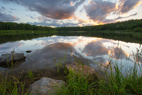sky serene sunset summer solstice lake reflection calm dusk beautiful nikon nikkor d7200 wideangle landscape clouds sun light tones june summer2017