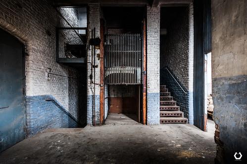 Là où la violence prend l'ascenseur, la vengeance prend l'escalier | by thomascaryn.com