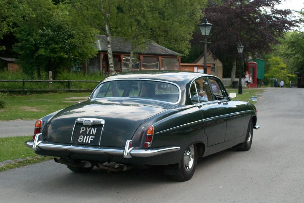 PYN811F 1968 Jaguar 420G | Classic Car, London to Brighton ...
