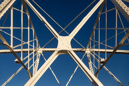 2017 canada canon6d may ontario ottawa wallpaper white weather 3exp travel texture outside artisitic abstract sunrise sunriselight spring day detail dawn geometric historical light clear canonef24105mmf4lisusm bridge metal struts metalwork antique blue nicelight minimalism symmetry lines diagonal morning architecture