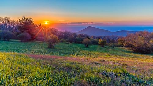 shenandoahnationalpark oldragviewoverlook usa sunrise landscape mountains spring virginia creativcommons oldragmountain skylinedrive appalachianmountains lukasschlagenhauf