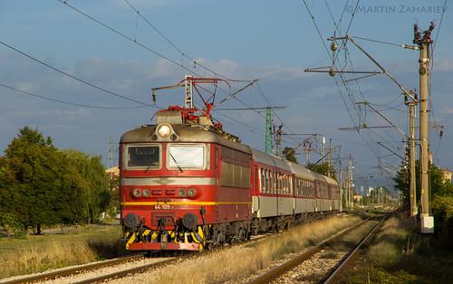 44109 8602 bdz vlak lokomotiv locomotive train sofia kazichene varna sun sunset golden hour skoda 68e бдж бърз влак локомотив шкода софия варна казичене
