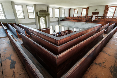 rockinghammeetinghouse nationalhistoriclandmark vermont architecture pews austere newengland fujifilmxt2 rokinon12mmf20ncscs