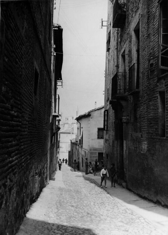 Calle del Ángel en Toledo en los años 50. Fotografía de Nicolás Muller  © Archivo Regional de la Comunidad de Madrid, fondo fotográfico