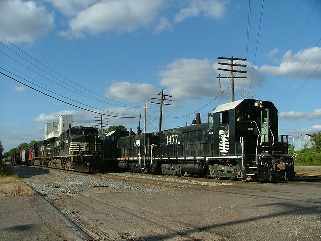 Illinois Central IC 1499,1477 (SW14) Memphis, TN.