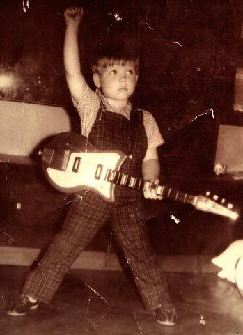 1. «Лет с пяти я прыгал перед зеркалом – под Queen и другие группы»
