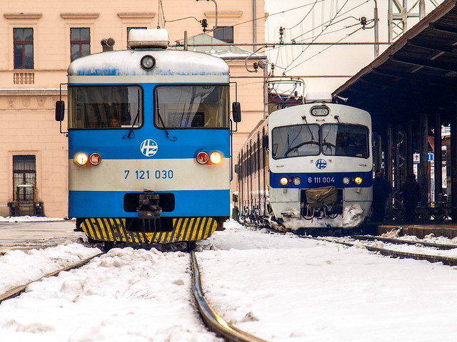 Zagreb GK, 10.02.2015., 7121 030 & 6111 004, train 3008 & 8032