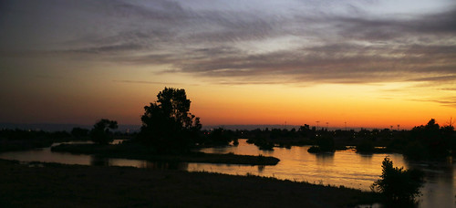 california bakersfield kernriver kerncounty sunset river riverbed runoff spring clouds cloudscape wyojones np