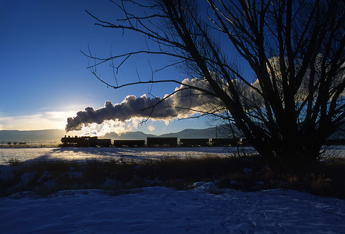 unionpacific 618 steamlocomotive silhouette tree sunrise hebervalleyrailroad 280 consolidation photofreight freighttrain smoke steam morning heber utah train railroad locomotive ut snow up