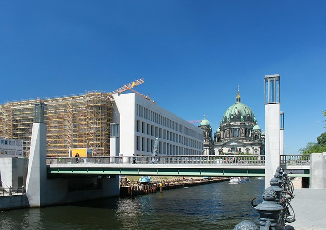 Rathausbrücke und Humboldtforum