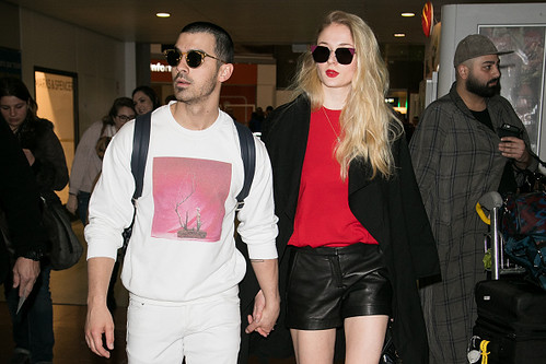 @DonJohnstonLC : TIME: Sophie Turner says dating Joe Jonas is like 'living in a fishbowl' <a href=