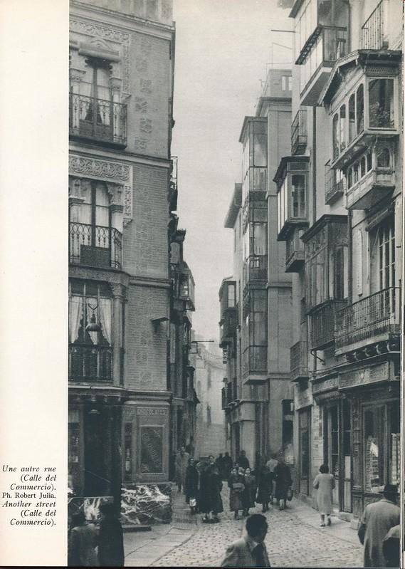 Plaza de las cuatro calles. Libro de Víctor Crastre. Foto de Robert Julia