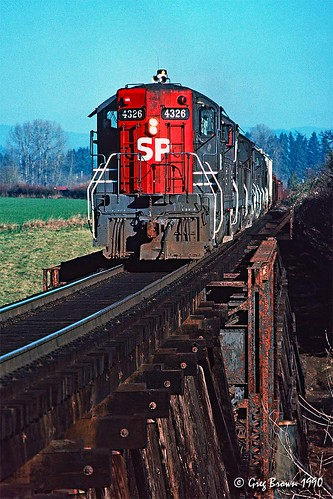 southernpacific sp sporegondivision willamettevalley oregon mcminnville sd9 railroads emd cadillac trains branchline bridge