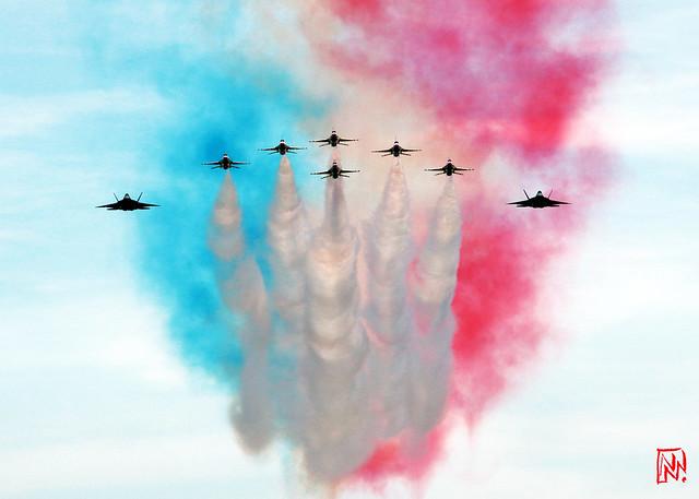 La patrouille acrobatique des Thunderbirds, invitée pour le défilé aérien  du 14 juillet 2017. Depuis le toit de la Grande Arche réouvert il y a à peine un mois ! 1/4 (Explore)