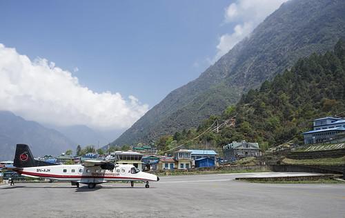 everest base camp trek lukla airport mountain plane airplane light commercial aircraft ebc sagarmatha national park nepal trekking walking sky cloud sony a7 2870mm