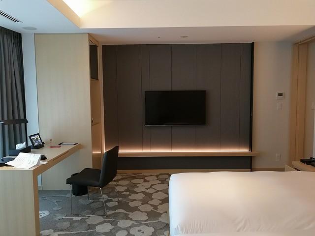 <p>スタンダードのお部屋ですが、ホテルのお部屋に比べれば十分すぎる広さがあります。</p>