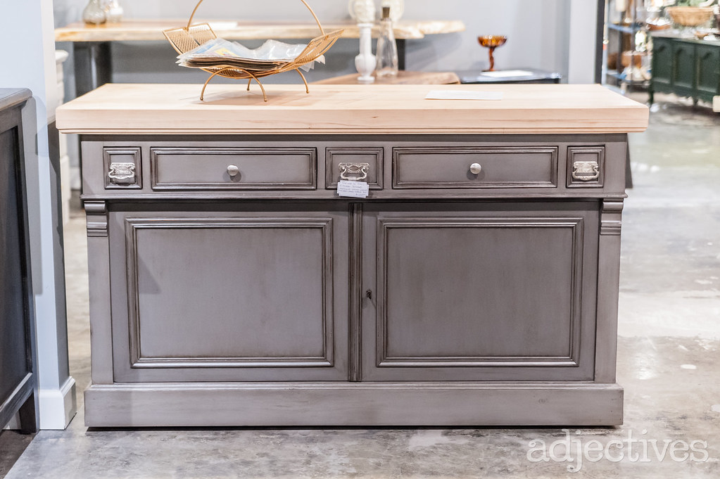 Custom kitchen island in Altamonte by Refine by David