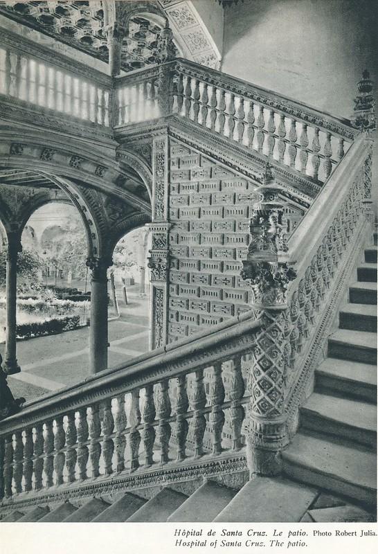 Escalera del Hospital de Santa Cruz. Libro de Víctor Crastre. Foto de Robert Julia