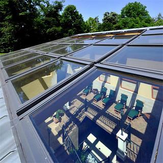 Napozzon a tetőn át