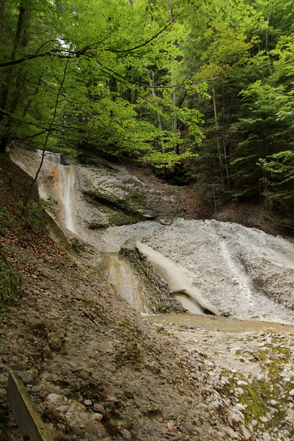 Wasserfall - Waterfall des Hünibach ( Bergbach Bach creek ) in der Cholerenschlucht - Cholereschlucht ( Schlucht gorge canyon gola ) in den Berner Voralpen ( Alpen Alps ) ob Hünibach am T.hunersee im Berner Oberland im Kanton Bern der Schweiz