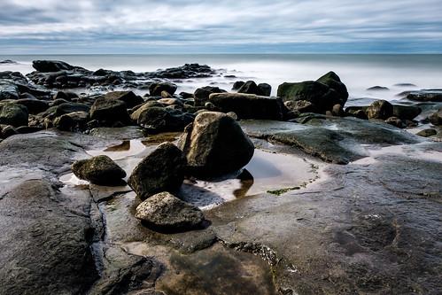 fujixe2 cottagecove portgeorge novascotia canada cans2s 2017 spring coast water rock rocks reflection tide fundy fundyshore bayoffundy longexposure le
