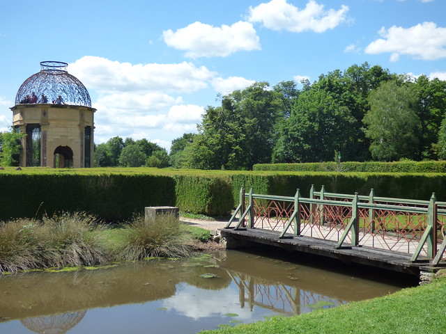 Château de Cormatin - the gardens - aviary and footbridge