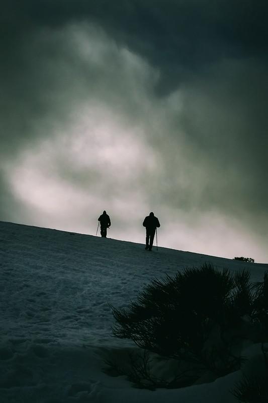 Caminantes en la nieve