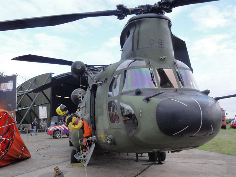 Boeing CH-47D Chinook 2