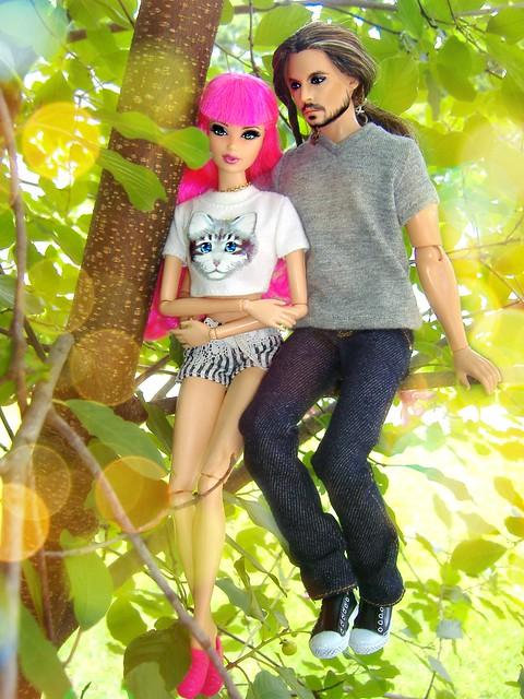 Jack & Rosalie sittin' in a tree...