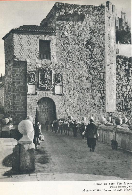 Puente de San Martín con arrieros a mediados del siglo XX. Foto de Robert Julia.