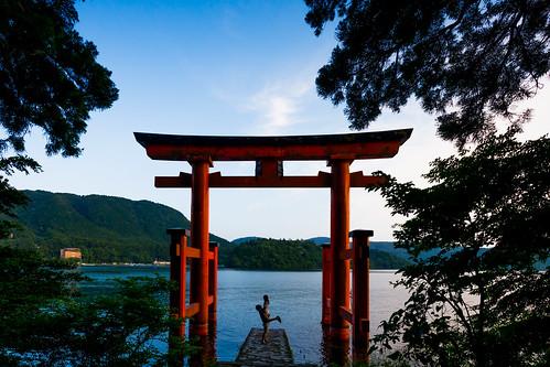 trees summer kanagawa hakoneshrine lakeside shrinegate lakeashinoko lake pinetrees japan hakone 足柄下郡 神奈川県 日本 jp