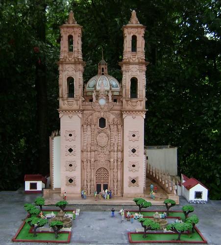 Discover Mexico Park - Cozumel - Guadalajara Cathedral
