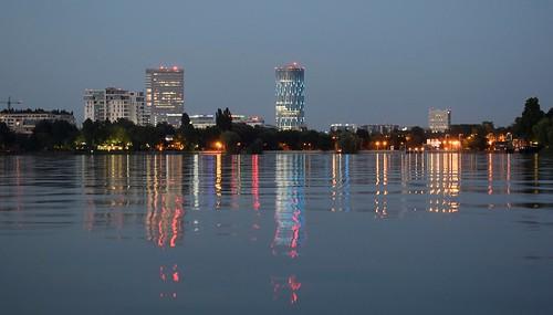 bucharest park night lake nightlights reflection 7dwf herastrau bluehour cityscape