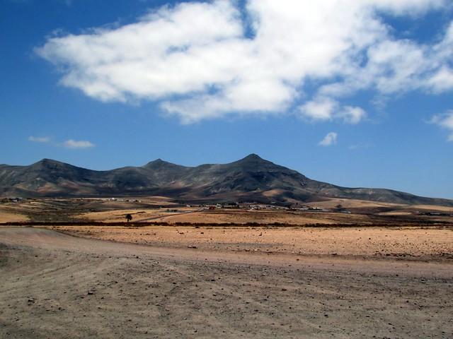 Mountains on Fuerteventura near la Oliva.
