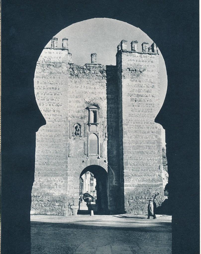 Puente de Alcántara de Toledo hacia 1967 por Marc Flament.