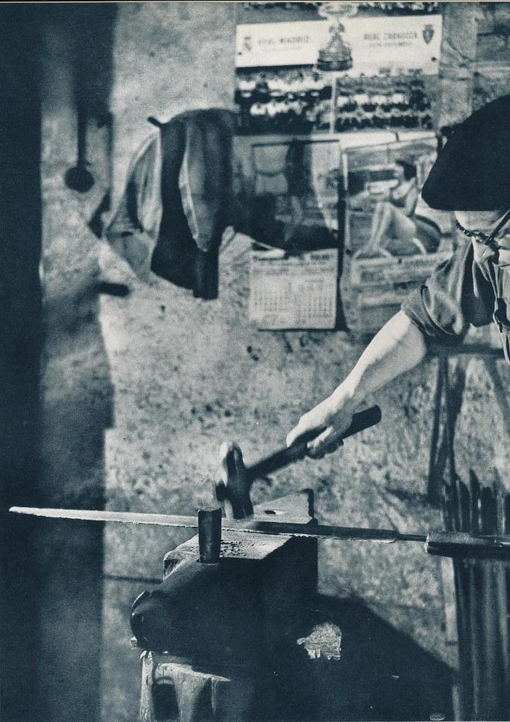Un espadero en Toledo hacia 1967 por Marc Flament.