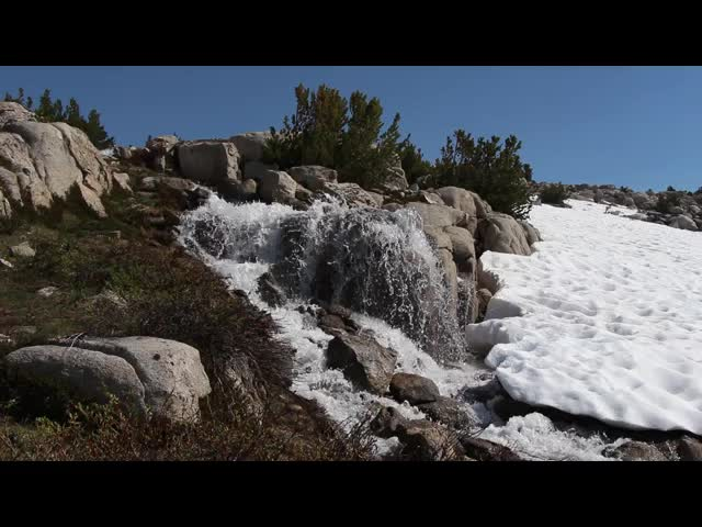 421 Video of a snowmelt waterfall just north of Paiute Pass