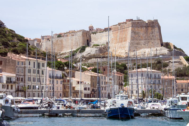 La città vecchia di Bonifacio vista dal porto
