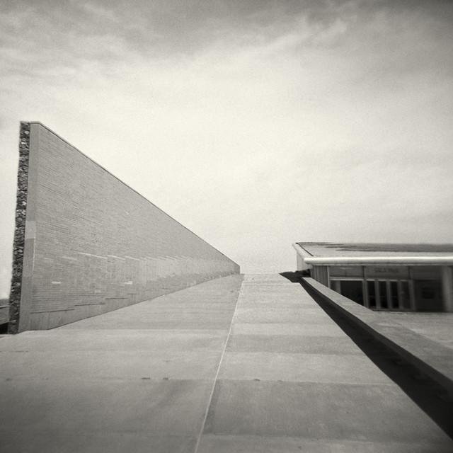 Remembrance park (Holga 120, Kodak Tri-X 400)