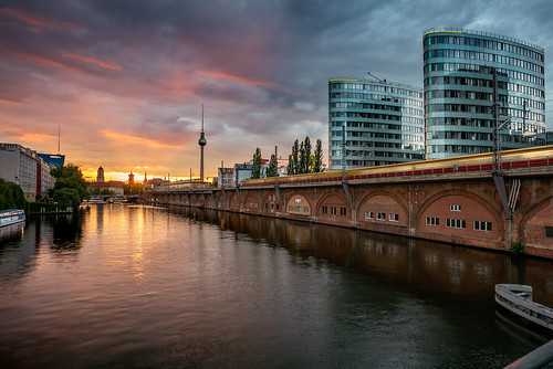 berlin gebäude jannowitzbrücke somnnenuntergang spree wasser sunset water fluss bvg sbahn