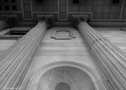 blackandwhite monochrome southcarolinastatehouse statehouse architecture columns pointofview southcarolina bw blackwhite