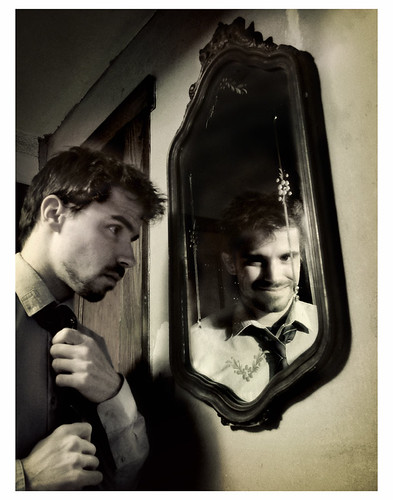Mirrored self-misidentification | by eqqman