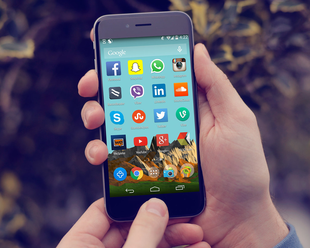 All sizes | Social media Icons On The Home Screen of an